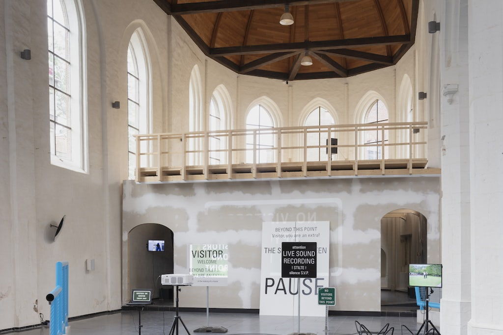 Ménage à trois: ontmoeting tussen de Vlaamse, Brusselse en Waalse beeldende kunsten